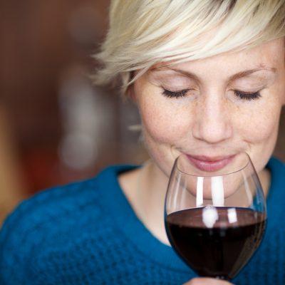 Kvinde kend din vin