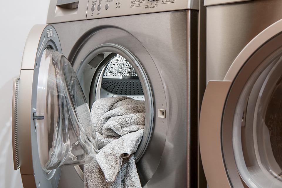 fyldt vaskemaskine